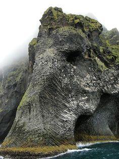 Escultura Natural de un Elefante en Islandia