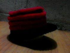 gorrito con vicera a tricot 5 vueltas rec¿ves y 5 derecho alternado colores