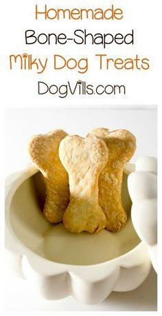 Looking for a homemade Halloween dog treat recipe similar to the milk bones ? These bone-shaped dog biscuits are so easy to make & perfect for all year long. Homemade Dog Treats, Pet Treats, Healthy Dog Treats, Milk Bone Dog Treats, Homemade Food, Dog Biscuit Recipes, Dog Treat Recipes, Dog Food Recipes, Hypoallergenic Dog Treats