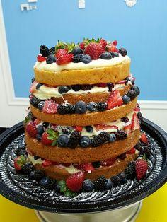 Naked cake!!! Chocolate branco e frutas vermelhas