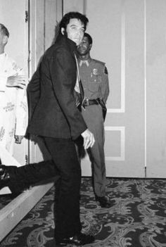 Looks like Elvis sneaking out of the 'International Hotel' 1969