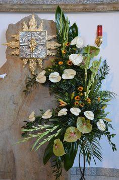 Contemporary Flower Arrangements, Sympathy Flowers, Aesthetic Wallpapers, Foyer, Flamingo, Floral Wreath, Bouquet, Faith, Wreaths