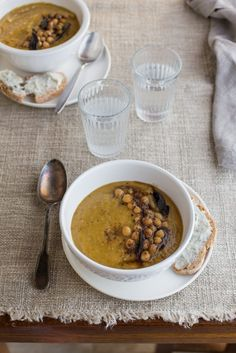 An Autumn chickpea and butternut squash soup and my declaration of love to pulses    Juls Kitchen is Giulia Scarpaleggia's awarded foodblog. She also teaches tuscan cooking classes. The kitchen is located in a traditional country house in the heart of the Tuscan countryside between Siena and Florence. Discover more: http://ift.tt/1MFGBA8