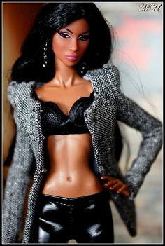 Is that a Barbie doll? Fashion Royalty Dolls, Fashion Dolls, Diva Dolls, Dolls Dolls, African American Dolls, Poppy Parker, Black Barbie, My Black Is Beautiful, Barbie Collection