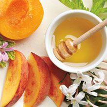 """Kesäuutuus! """"Hunajapersikka&sitrushedelmä"""" Sitruunan tuoksu ripauksella hunajaa tuo kesään makeutta. Nauti sisällä tai ulkona."""