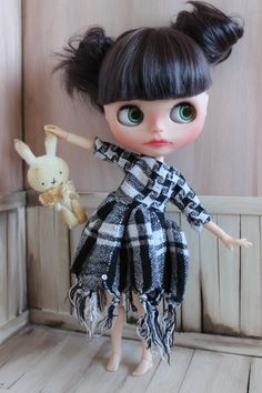 Black & White Oversized Dress For Blythe - Handmade, OOAK Blythe dress, long sleeved dress, checkered blythe dress, blythe outfit by ShelsTinyCreations on Etsy