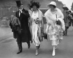 As these photos dating back to 1921 show, Royal Ascot has long been an excuse for the cream of society to dress up in their finery and enjoy a day of 20s Fashion, Fashion History, Vintage Fashion, Vintage Style, 1920 Style, Fashion Hacks, Classic Fashion, Fashion Styles, Vintage Black