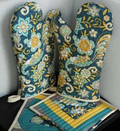 Riley Blake Designs -- Cutting Corners: Oven Mitts and Hot Pads Tutorial