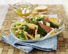 Blattsalat mit Melone, Schafskäse und Honig-Vinaigrette