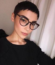 Short Hair Glasses, Bangs And Glasses, Hairstyles With Glasses, Short Pixie Haircuts, Pixie Hairstyles, Hairstyles With Bangs, Cool Hairstyles, Very Short Hair, Short Hair Cuts