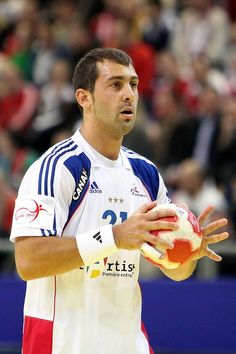 Michaël Guigou-handball player. Handball Players, Famous People, Baseball Cards, Country, Handball, Sports, Athlete, Amigos, Rural Area