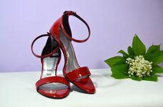 Sandálky v K-styl, eko kůže červená lakovaná, 7cm podpatek, podrážka a podpatek černá, vel. 35. Cena ve výprodeji = 39,- Eur/ 1.053,- Kč. Ušetříte 20,- Eur/ 540,- Kč. Sandals, Heels, Fashion, Slide Sandals, Moda, Shoes Sandals, Shoes Heels, Fasion, Sandal