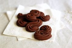 Biscotti di frolla montata al cacao. La Sablè di Hermè!