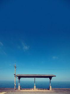 """その絶景を目に焼き付けたい。""""一度は降りてみたい駅""""「下灘駅」をご存知ですか? もっと見る"""