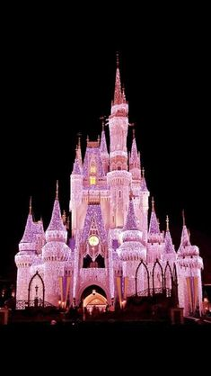 Check out Park Hopper Supply for the perfect Disney Christmas gifts! Not a creature was stirring not even a mouse! Merry Christmas everyone! I hope you get to enjoy this holiday with your friends family and loved ones! Disney Dream, Disney Love, Disney Magic, Disney Trips, Disney Parks, Walt Disney, Disneyland Princess, Disneyland Paris, Pinturas Disney