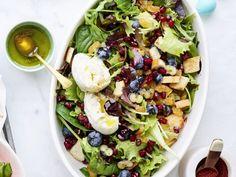 Fruitige ontbijtsalade met mozzarella - Libelle Lekker  Deze salade is ideaal voor een brunch en maak je in een kwartiertje.