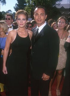 Pin for Later: The Emmys Red Carpet Has Seen So Many Unforgettable Couples Julia Roberts and Benjamin Bratt, 1999 Julia Roberts Style, Benjamin Bratt, Casual Summer Outfits For Women, The Emmys, Richard Gere, Hollywood, Famous Couples, Celebrity Pictures, Role Models