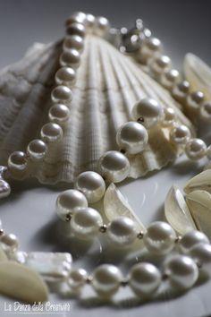 """""""Memories"""" Creation & Photos by Rita Bellussi, La Danza della Creatività Pearl Love, Pearl And Lace, Pearl White, Pearl Jewelry, Pearl Necklace, Carbonate De Calcium, Linens And More, Grain Of Sand, Jewelry Showcases"""