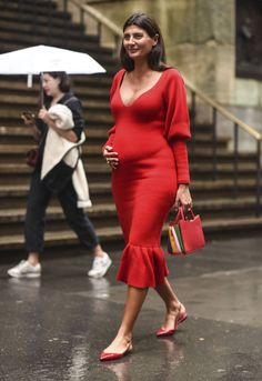 9 Pregnancy Style Tips From Giovanna Battaglia Engelbert - Look para embarazada . - 9 Pregnancy Style Tips From Giovanna Battaglia Engelbert – Look para embarazadas – - Celebrity Maternity Style, Stylish Maternity, Maternity Wear, Maternity Dresses, Maternity Street Styles, Celebrity Style, Pregnancy Looks, Pregnancy Style, Early Pregnancy