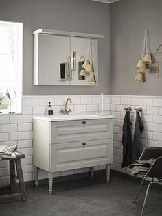 Klicka här för att stänga Blue Bathroom Vanity, Grey Bathrooms, Master Bathroom, Bad Inspiration, Bathroom Inspiration, Bad Styling, Ikea Decor, Welcome To My House, Bathroom Styling
