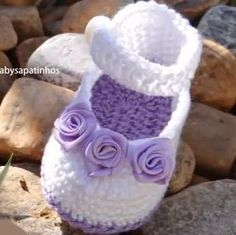 Crochet slippers for kids mary janes 34 super ideas Baby Knitting Patterns, Crochet Patterns Free Women, Crochet Hat For Women, Crochet Girls, Crochet For Kids, Crochet Ideas, Booties Crochet, Crochet Baby Boots, Crochet Shoes