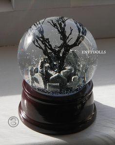 The Crow Gothic Graveyard Snowglobe von EnvyDolls auf  Etsy  Gothic