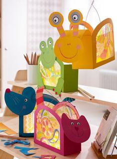 laterne selber basteln basteldraht-griff-folie-katze-elefant-schere-bleistift-sc… Make your own lantern crafting-foil-cat-elephant-scissors-pencil-snail-frog-paper-colorful Kids Crafts, Summer Crafts, Cute Crafts, Preschool Crafts, Easy Crafts, Diy And Crafts, Craft Projects, Diy Paper, Paper Crafts