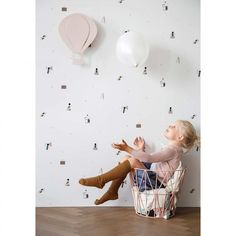 ferm LIVING kids rosa Heißluftballon-Lampe aus Eichenfurnier