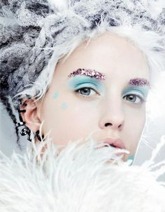 Vogue Japan January 2013 - Glitter eyebrows - Ice Queen look Vogue Japan, Beauty Editorial, Editorial Fashion, Glitter Brows, Pink Glitter, Foto Fashion, Fashion Blogs, Queen Makeup, Ombré Hair