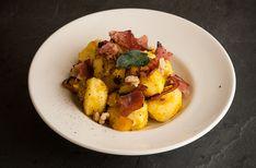 Gnocchi di patate con speck e zucca