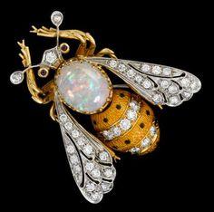 18 karat yellow gold, platinum and diamond 'bee' pin White oval opal prong set… Bee Jewelry, Insect Jewelry, Opal Jewelry, Animal Jewelry, Sea Glass Jewelry, Modern Jewelry, Jewelry Box, Jewelery, Silver Jewelry