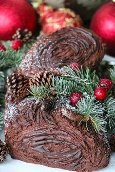 Baileys Yule Log (Bûche de Noël) - - This twist on the traditional Christmas yule log will have any lover of Baileys singing a holiday cheer. Chocolate Yule Log Recipe, Chocolate Log, Christmas Chocolate, Christmas Desserts, Christmas Baking, Christmas Cakes, Holiday Cakes, Holiday Foods, Christmas Goodies