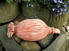 Makovice - dekorace, původní cena 244,- Ze šamotové hlíny, vhodné i k celoroční venkovní dekoraci. Velikost 11 x 27,5 cm (vxd).