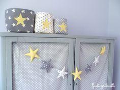 Guirlande d'étoiles gris/ blanc/ jaune · Guili Gribouilli - Linge de lit et de déco pour enfant