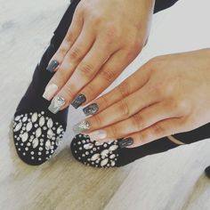 New trend...nails matching your shoes. Or is it the other way  around?!😉