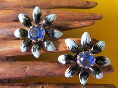 """Vintage FLORAL ENAMEL Screw Back EARRINGS Blue Gemstone Accent Measures 1"""" Collectible Unsigned Ladies Gift Flower Lovers Gardening by GrammiesCupboard on Etsy"""