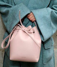 Wanted : un sac seau rose pâle Mansur Gavriel