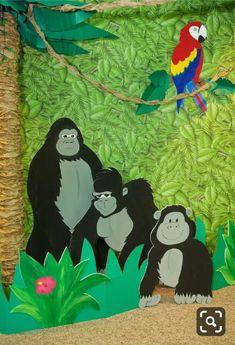 Decor idea for a jungle safari party Jungle Theme Crafts, Jungle Theme Classroom, Jungle Decorations, Jungle Theme Parties, Jungle Theme Birthday, Jungle Party, Safari Party, Vbs Crafts, Church Crafts