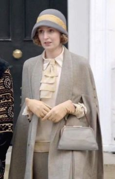 Lady Edith Crawley - Downton Abbey Downton Abbey Characters, Downton Abbey Costumes, Downton Abbey Fashion, Edith Crawley, Downton Abbey Season 6, 1920s Looks, Cape Designs, 20th Century Fashion, Fashion Tv