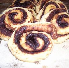 Puha kakaós csiga Recept képpel - Mindmegette.hu - Receptek Doughnut, Desserts, Food, Tailgate Desserts, Deserts, Essen, Postres, Meals, Dessert