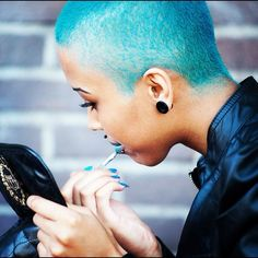 boy short blue hair Wouldn't do it myself, but pretty! Short Blue Hair, Natural Hair Styles, Short Hair Styles, Natural Beauty, Indian Human Hair, Color Turquesa, Pastel Hair, Teal Hair, Peruvian Hair