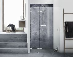 Exclusive Dansani AIR niche shower solution combined with classic Calidris furniture.
