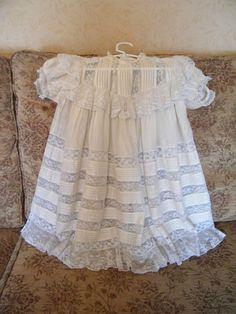 BEAUTIFUL ANTIQUE EDWARDIAN CHILDS / DOLLS CREAM SILK AND LACE DRESS. #EDWARDIANSILKANDLACEDRESS