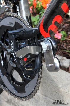 The Garmin-Sharp team has been wear testing empty Vector pedals for more than a season now. As a result, the rear of the pedal has been significantly beefed up from the original versions, and there's a replaceable stainless steel plate up top