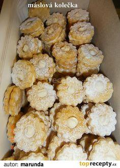 Těsto: ze všech surovin vypracujeme těsto, které necháme 2 hodiny v lednici odpočinout. Vyválíme plát a vykrajujeme kolečka, nebo něco jiného.... Christmas Sweets, Christmas Baking, Baking Recipes, Snack Recipes, Snacks, Czech Recipes, Ethnic Recipes, Desert Recipes, Christmas Cookies