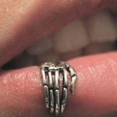 Crazy Bites Piercings for an Edgy Look - Spider Bites Piercings Double Tongue Piercing, Double Cartilage Piercing, Dermal Piercing, Spiderbite Piercings, Lip Piercing Jewelry, Labret, Halloween Accessoires, Spider Bites, Piercing Aftercare
