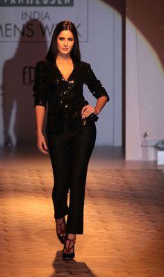 Indian Bollywood Actress, Bollywood Girls, Beautiful Bollywood Actress, Most Beautiful Indian Actress, Bollywood Celebrities, Indian Actresses, Katrina Kaif Wallpapers, Katrina Kaif Images, Katrina Kaif Hot Pics