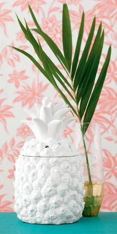 Gahhhh! Sneak peek at the new catalog starting March 1st!! I LOVE pineapples!! #pineapple #southernhospitality