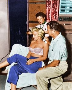 Marilyn avec coiffeur Gladys Rasmussen & Whitey Snyder, sa maquilleuse et amie.
