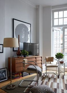 layered light living room Does your home feel extremely cramped? Interior designer Dan Mazzarini shares tips on how he makes his 480 square foot studio feel grand. Living Room Lighting, Living Room Decor, Living Rooms, Living Spaces, Decor Interior Design, Interior Decorating, Interior Ideas, Decorating Ideas, Decor Ideas